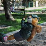 KWG gratuliert dem Senftenberger Tierpark zum 90. Geburtstag – Maskottchen Karlchen besucht den Tierpark